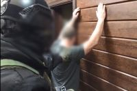Подозреваемый был задержан ночью сотрудниками МВД и СОБРа в частном доме.