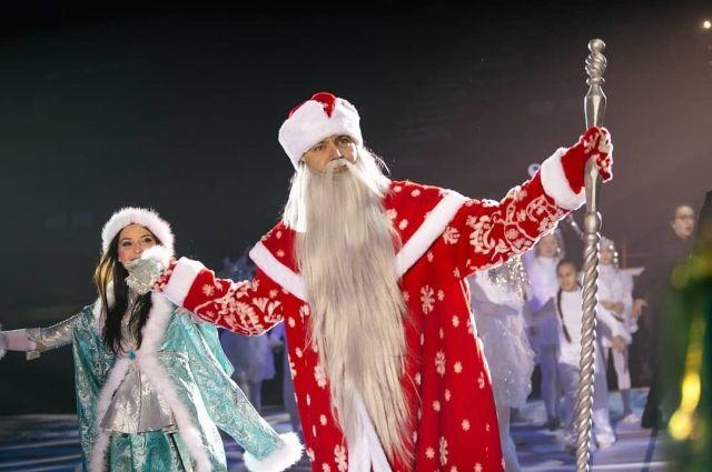 Фанис Зиганшин играет Деда Мороза на Главной елке республики.