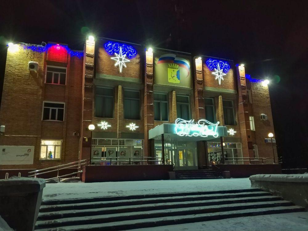 В Нововятском районе ежегодно здесь украшают только два здания: территориальное управление…