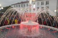 В этом году в Киренске установили фонтан с шикарной подсветкой.
