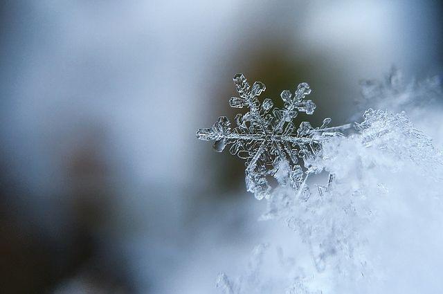 Снежинка весит около 1 миллиграмма.