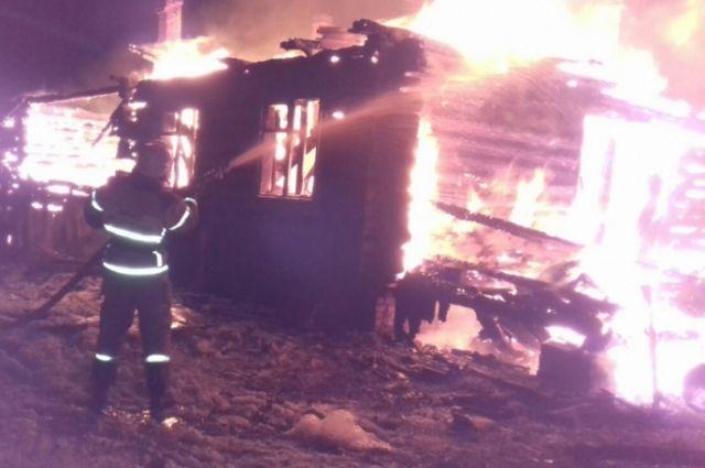 В Тюменской области сгорело девять машин