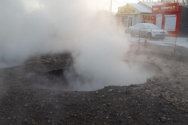 В Тюмени устраняют порыв трубы