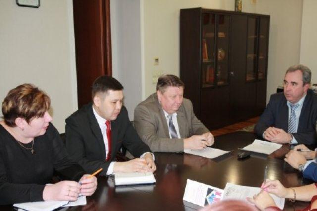 Сотрудники ЮУМЗ просят помочь в вопросе задолженности по коммунальным платежам.