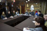 Губернатор считает, что снегоходный туризм должен объединять экологический и этнографический аспект.