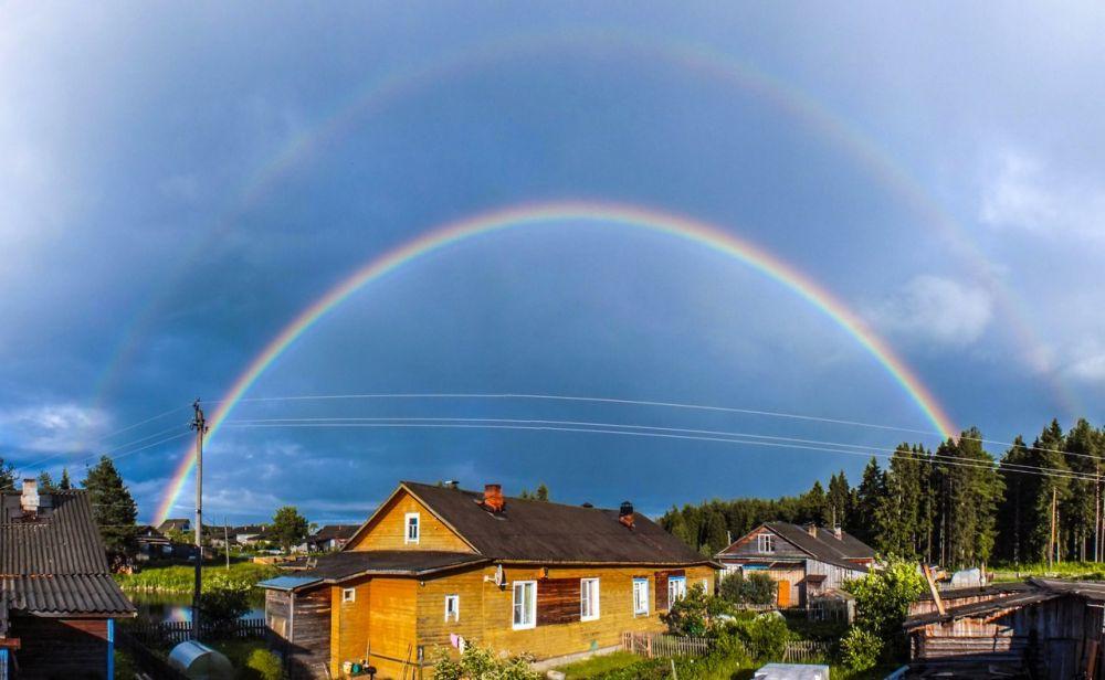 Первичная и вторичная радуги над п.Даровской. 26 июня 2014 год