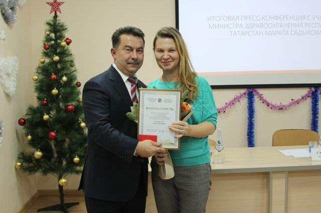 Оксана получила заслуженную награду из рук министра здравоохранения РТ Марата Садыкова.
