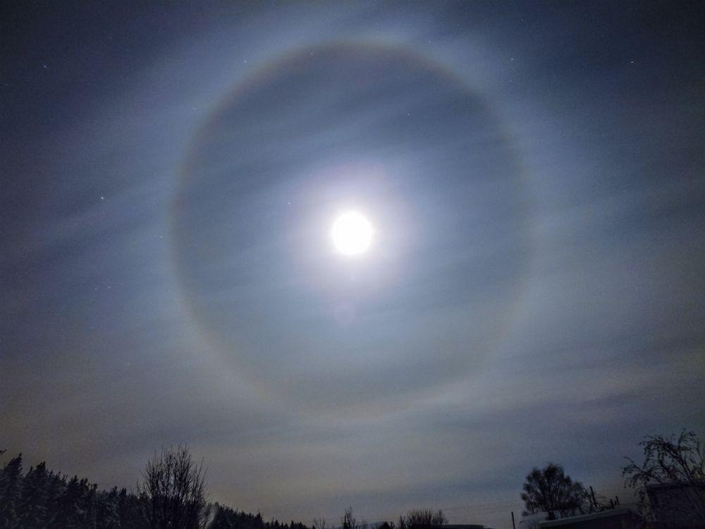 Яркое лунное гало над Даровским. 1 Января 2015 год