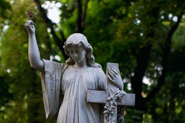 Власти Киева решили существенно расширить границы кладбищ