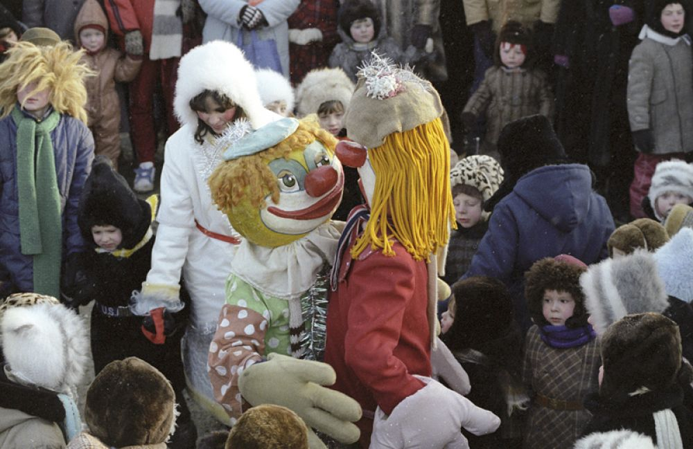 Праздничная торговля на ярмарке в Чертаново. 1987 год.