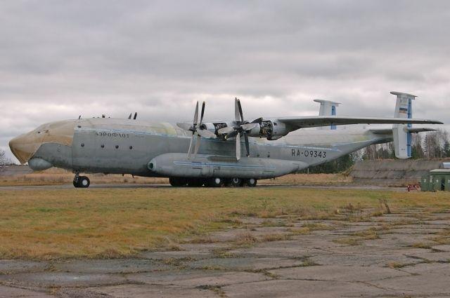 Разбившийся самолёт за два года до катастрофы.