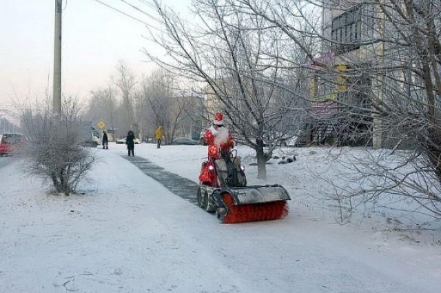 Улицы города теперь убирают сказочные персонажи, создавая праздничное настроение жителям столицы края