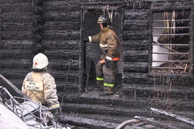 В Ишиме тушили деревянный жилой дом