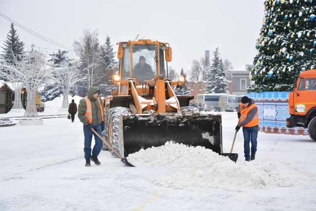 Убирать снег будут в том числе 31 декабря.