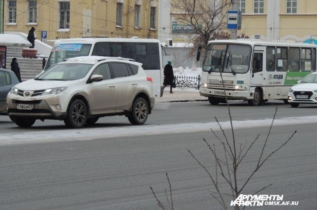 Омичи смогут ездить в транспорте по старым ценам до апреля