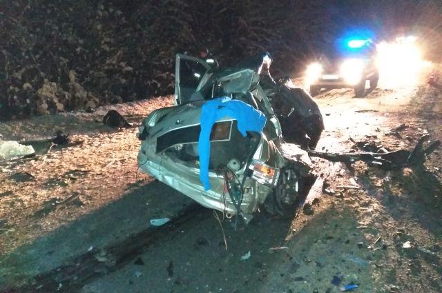 Двое молодых мужчин погибли на месте аварии до приезда скорой помощи.