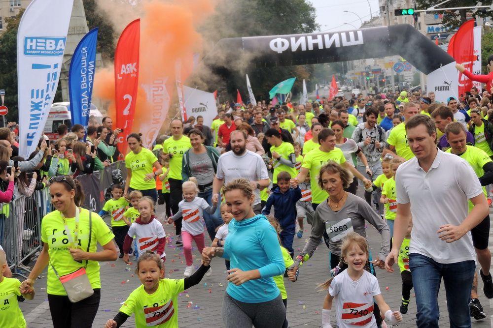 225 лет столице Кубани. На фото: легкоатлетический забег, посвящённый 225-й годовщине со дня основания Краснодара.