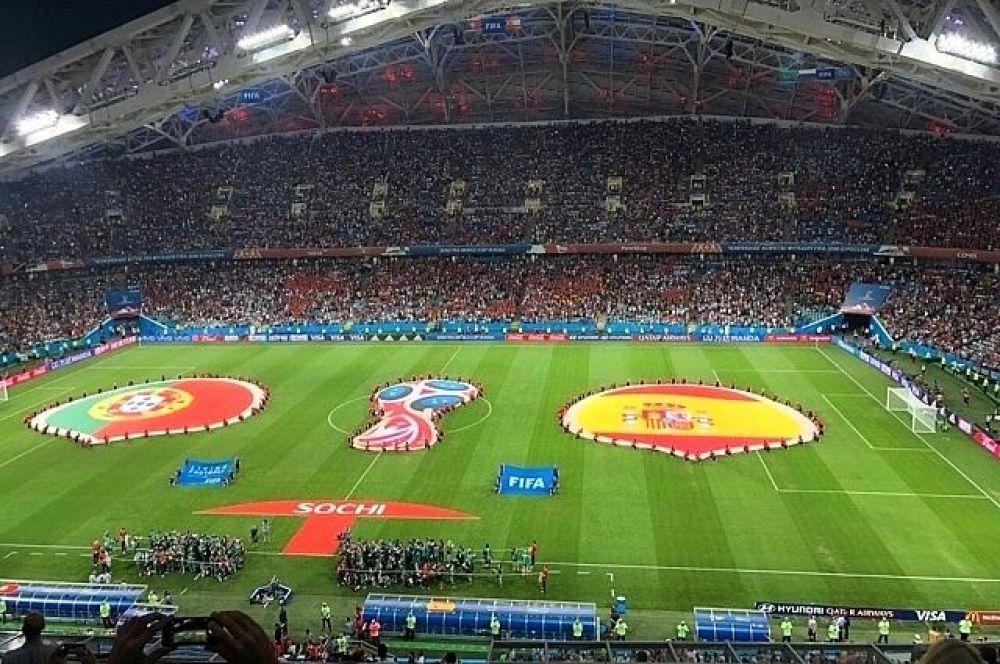 Чемпионат мира по футболу. На фото: игра между командами Португалии и Испании на стадионе «Фишт» в Сочи.