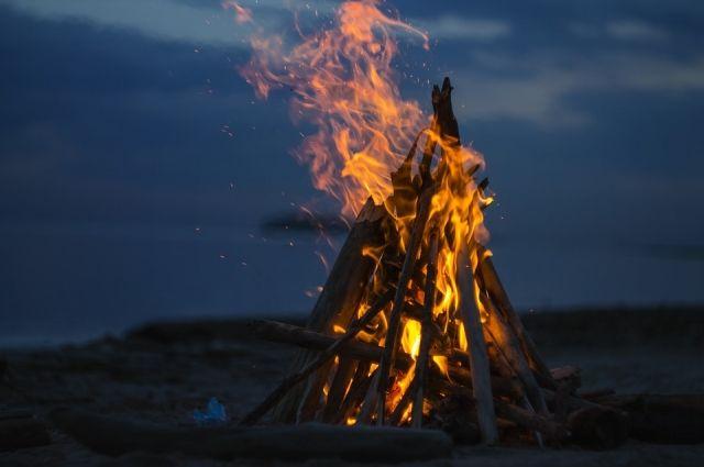Осетины разжигали во дворе огонь, который считался символом очищения и просветления.