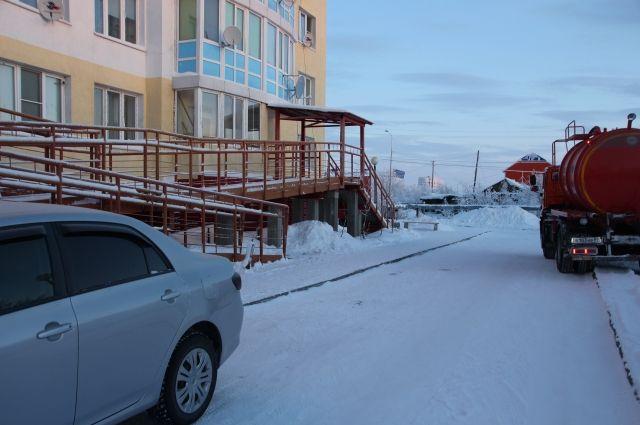 В Тюмени продолжается уборка снега