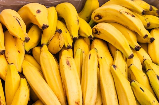 Заменитель сладостей. Какие бананы полезнее: зелёные или жёлтые перезрелые?  | Продукты и напитки | Кухня | Аргументы и Факты