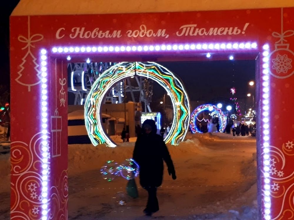 Фотокадр в двойной рамке - на Цветном бульваре в Тюмени.