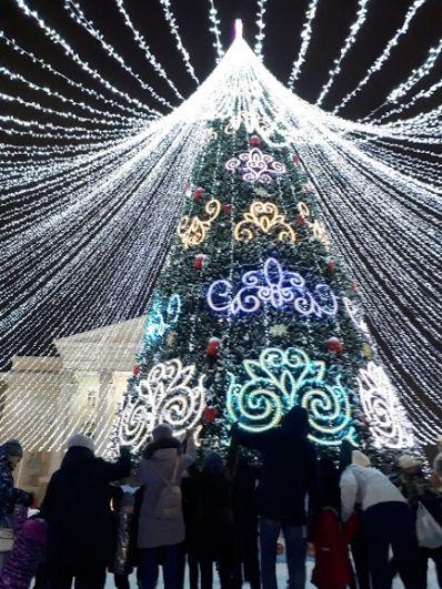 Главная елка на площади 400-летия Тюмени.