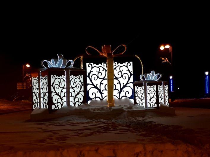 Подарки напротив сквера Исторический в Тюмени.
