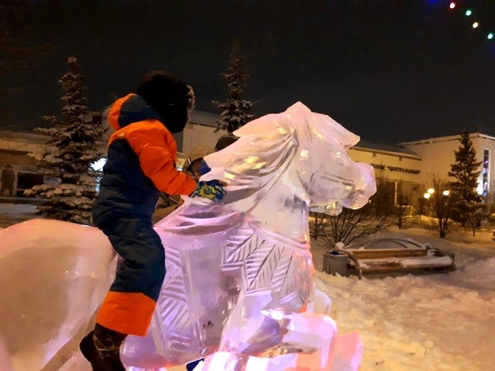 Ледовые лошадки на Цветном бульваре в Тюмени.
