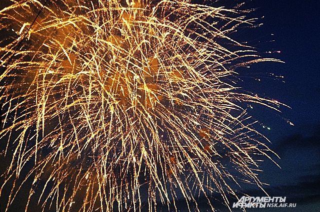 Салют в честь Нового года прогремел в новосибирском Академгородке