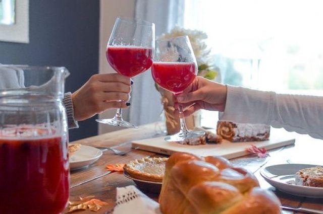 В праздничные дни смена привычного рациона и набора блюд является своеобразным стрессом для организма.