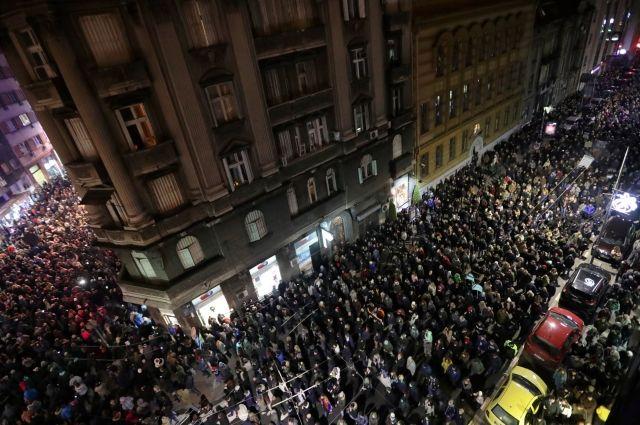 Несколько тысяч сербов приняли участие в протесте в Белграде