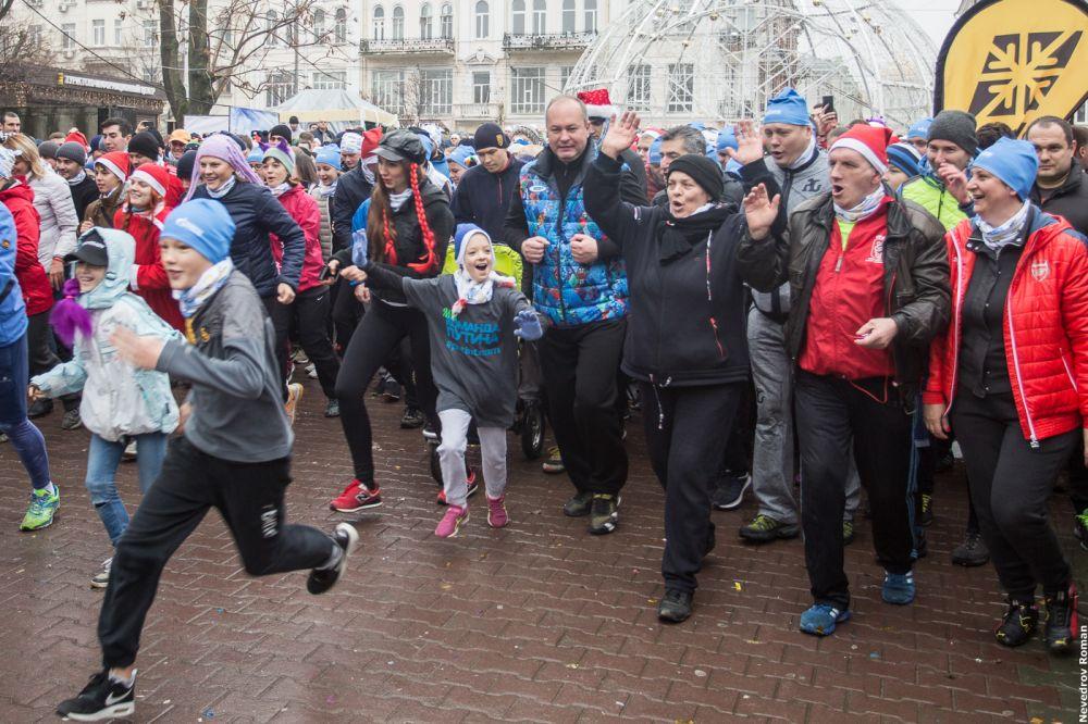 Участники забега пробежали более четырех километров.