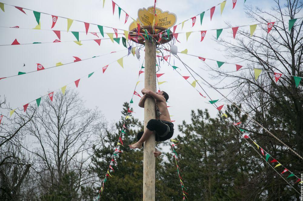Ни одна Масленица не проходит без традиционных забав и соревнований.