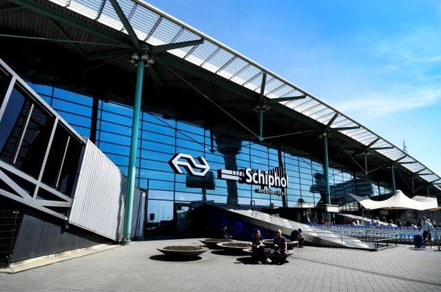 Ваэропорту Амстердама канадец разделся дотрусов иугрожал взорвать бомбу