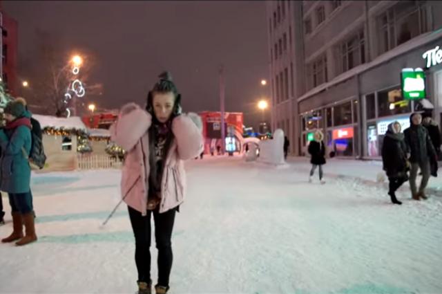 Певица из Новосибирска сняла пронзительный клип о новогодней суете