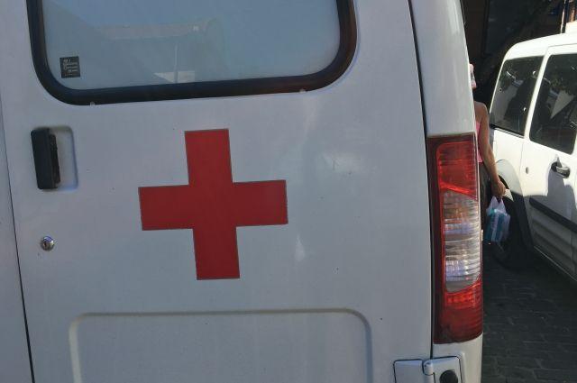Пострадавшего на пожаре мужчину увезли в больницу.