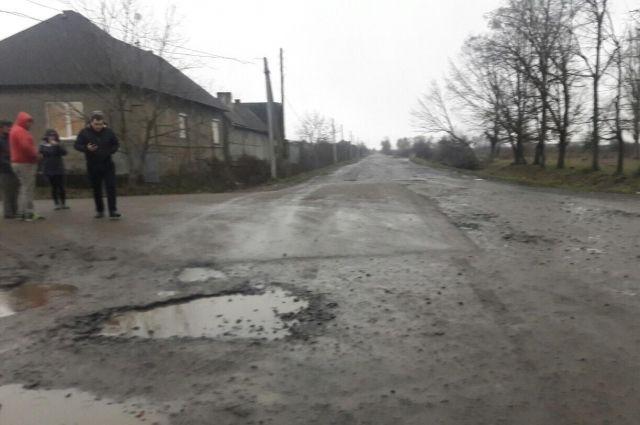 Под Ужгородом водитель авто, сдавая назад, наехал на ребенка и скрылся