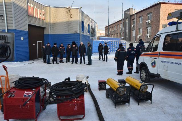 Травников проверил работу спасателей и врачей в новогодние каникулы