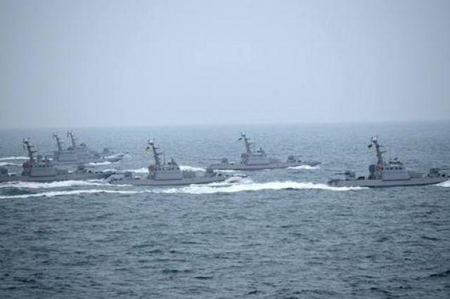 ВМС Украины направит корабли с иностранцами через пролив в Азовское море
