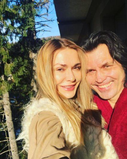 Ольга Сумская с супругом Виталием Борисюком уехала отдыхать в Яремче, Карпаты. К слову, это место актриса и телеведущая любит особенно, ведь ездит туда часто.