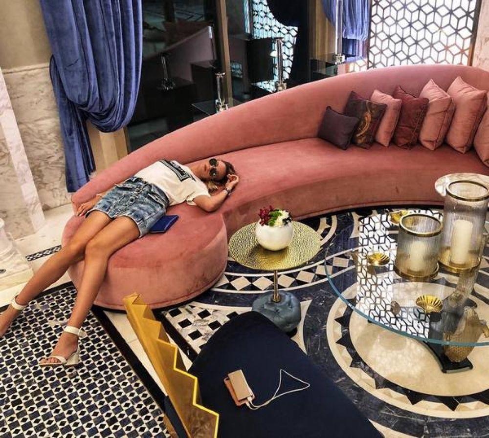 Леся Никитюк, казалось бы, только вчера ездила в Дубаи, а затем вместе с мамой приезжала в Турцию, но уже вновь отправилась на отдых. Свежее фото телеведущей - из очередного люксового отеля, куда Леся отправилась отдыхать.