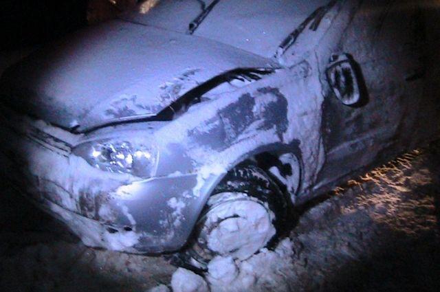 Водитель съехал левый кювет.