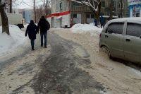 Дороги на Ольговке или спрятаны под снегом, или покрыты льдом.