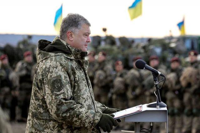 Порошенко заявил о значительном усилении армии в 2018 году