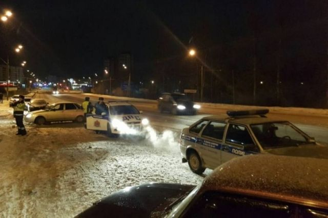 Угонщика на «шестерке» догнала и задержала полиция на Бугринском мосту