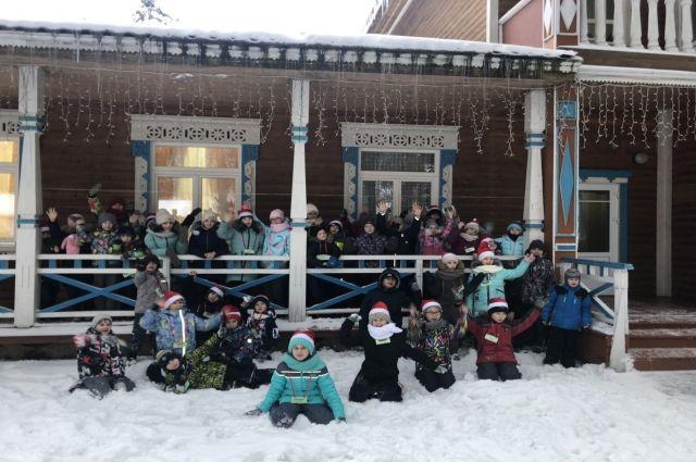 Более 500 юных ноябрян отдохнут за пределами округа во время зимних каникул