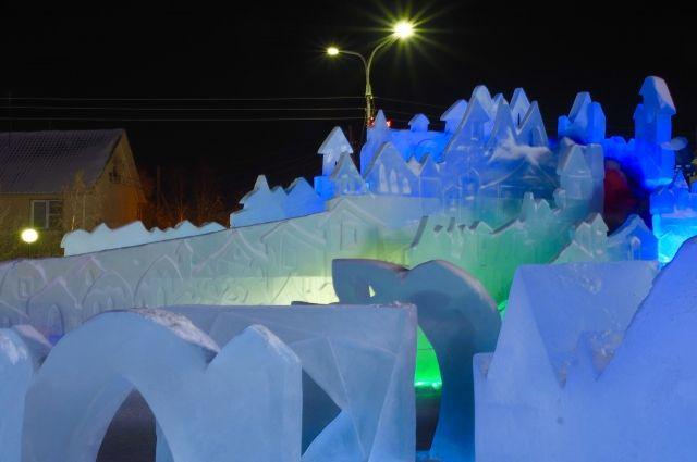 На строительство снежных городков Ямала ушло 80 тысяч ледяных блоков