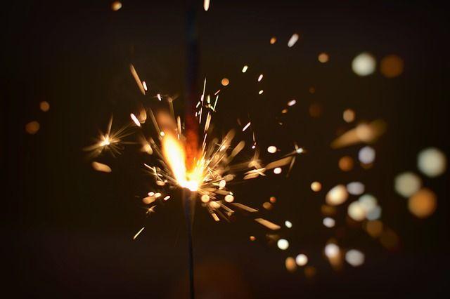 В Оренбуржье продолжаются проверки торговых точек, продающих фейерверки и бенгальские огни.