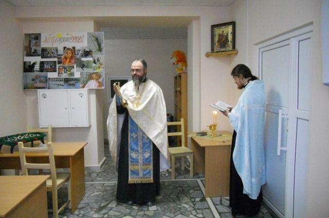Отец Сергий окормляет в больницах тяжелобольных людей.